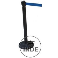 Poste de acero lacado, con cinta extensible color azul, de 3 m de largo y 5 cm de ancho.