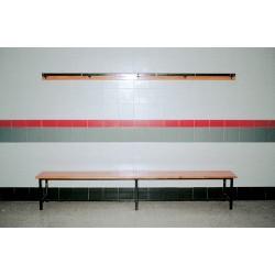 BANCO DE VESTUARIO estructura metálica tubo de 30x30 mm., 3 listones de madera, MT LINEAL